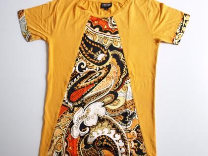 Tee Shirt personnalisé avec des applications de soieries.