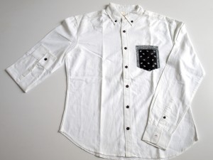 Chemise en coton oxford avec impression digitale sur la poche.