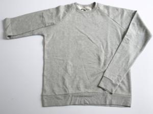 Sweat shirt gris chiné en molleton 100% coton. Impression logo à l'intérieur du col.