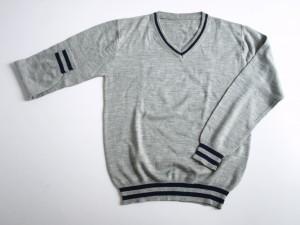 Pull over tricoté en laine 100% acrylique.
