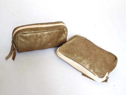 Pochettes de soirée en cuir de vachette avec doublure en lurex.