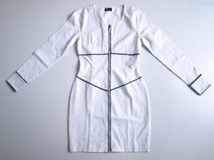 Robe en coton et lycra avec zip et biais contrastés.